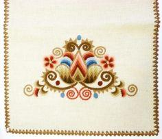 Hódmezővásárhelyi Működtető és Szolgáltató Zrt.   Vásárhelyi hímzés Hungary, Folk Art, Embroidery, Patterns, Tattoos, Lace, Design, Block Prints, Needlepoint