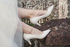 62a0eaf7d47 Chaussure de mariée de la marque Rainbow Club. Très confortables et  modernes