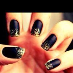 Kappa Alpha Theta - Black and gold nail design.