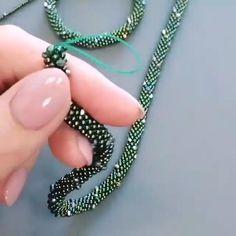 Bead Crochet Patterns, Bead Crochet Rope, Beading Patterns, Beaded Crochet, Wire Jewelry Patterns, Bracelet Patterns, Bead Crafts, Jewelry Crafts, Handmade Jewelry