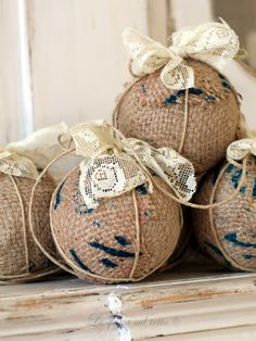 Easy to make Christmas ornaments. Styrofoam balls, burlap, lace, twine and pins.  Loving the burlap and lace theme.