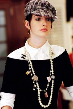 10 Memorable Anne Hathaway Outfits from 'The Devil Wears Prada' Chanel Fashion, Love Fashion, Fashion Outfits, Womens Fashion, Anne Jacqueline Hathaway, Anne Hathaway, Outfits With Hats, Cute Outfits, Tweed