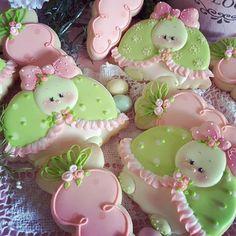 Adorable pink and green turtle cookies Farm Cookies, Easter Cookies, Cookies Et Biscuits, Cupcakes, Cupcake Cookies, Turtle Cookies, Meringue, Summer Cookies, Flower Cookies