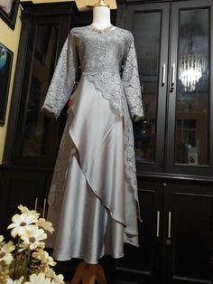 Sleeves Designs For Dresses, Prom Dresses With Sleeves, Dress Brokat Muslim, Kebaya Muslim, Summer Dress Outfits, Party Wear Dresses, Dress Batik Kombinasi, Dress Muslim Modern, Vintage Midi Dresses