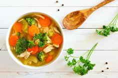 Crockpot Chicken Vegetable Soup Low Carb Paleo - Over 50 travel - Denise Sanger Vegetable Soup Healthy, Vegetable Soup With Chicken, Healthy Vegetables, Chicken And Vegetables, Veggies, Sopa Detox, Low Sodium Chicken Broth, Paleo Life, Food Videos