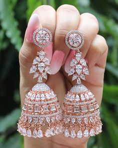 Indian Jewelry Earrings, Indian Jewelry Sets, Jewelry Design Earrings, Gold Earrings Designs, Indian Wedding Jewelry, Ear Jewelry, Cute Jewelry, Jhumki Earrings, Pakistani Bridal Jewelry