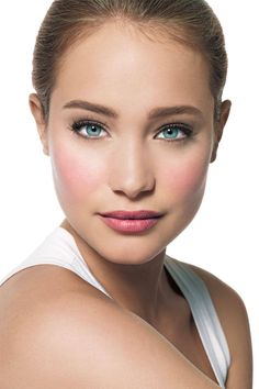Soft neutral eyes with mascara, strong lips and cheeks