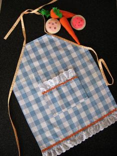 How to make a child's apron from a dish towel. This would be a darling Christmas or Birthday gift for a little chef #make #apron #kids skiptomylou.org
