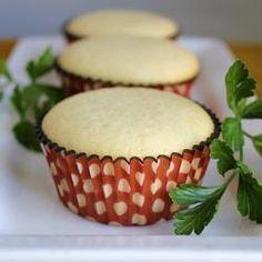 Ein super einfaches Rezept für Vanillekuchen oder Vanillemuffins. Lecker und saftig. Man kann auch eine Motivtorte für den #Kindergeburtstag draus backen, dann einfach verdoppeln und auf einem Blech backen. Das Rezept gibts auf Allrecipes Deutschland http://de.allrecipes.com/rezept/2756/einfacher-vanillekuchen.aspx