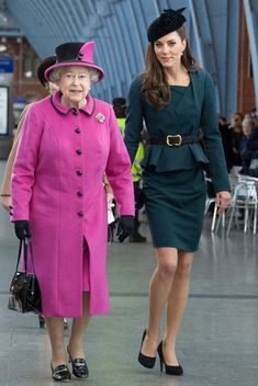 Kate Middleton Photos - Catherine, The Duchess of Cambridge accompanies Queen Elizabeth and Prince Philip, The Duke of Edinburgh on a visit to the city of Leicester. - Kate Middleton and the Queen Visit Leicester Prince William Et Kate, Kate Middleton Prince William, Prince Philip, Prince Edward, William Kate, Prince Harry, Estilo Real, Image Fashion, Look Fashion
