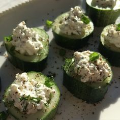 Delicious, healthy and easy to prepare: Cucumber slices with dill and garlic infused cottage cheese.  And yes, it's low #fodmap!