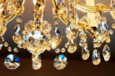 Chandeliers are a great addition to just about any room, but knowing what size is best and how high to hang them can be tricky. Check out these chandelier do's and don'ts for all the info you need to know about decorating with these gorgeous light fixtures.
