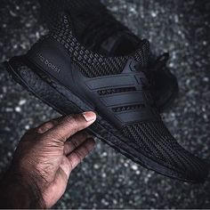 ULTRABOOST 4.0 Triple Black