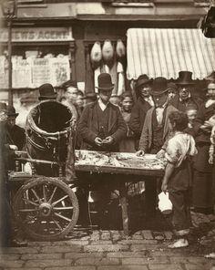 Vintage photographs of street life in Victorian London by Scottish photographer John Thomson. Victorian London, Victorian Street, Victorian Life, Vintage London, Photos Vintage, Vintage Photographs, London History, British History, Asian History