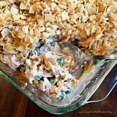Today I am sharing an old school classic - Old Fashioned Tuna Noodle Casserole! Comfort food at its best! Egg noddles in a delicious cr. Best Tuna Casserole, Tuna Casserole Recipes, Noodle Casserole, Tuna Recipes, Casserole Dishes, Cooking Recipes, Recipies, Noodle Recipes, Yummy Recipes