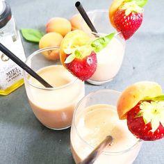 Smoothie fraîcheur #abricocorico par @gateau_a_croquer et @tabouencuisine. Du yaourt, de la 🍓, de la 🍅 cerise, du basilic et, bien sûr, de l'ABRICOT ! Texture parfaite ! 😋 #abricot #abricots #smoothie #yummy #été Panna Cotta, Ethnic Recipes, Texture, Food, Instagram, Fresh Fruits And Vegetables, Cherry Tomatoes, Basil, Yogurt