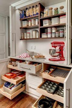 16 tricks of small kitchen design - Decor Around The World Hidden Kitchen, Small Space Kitchen, New Kitchen, Family Kitchen, Small Spaces, Diy Kitchen Storage, Diy Kitchen Decor, Kitchen Ideas, Kitchen Decorations