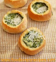 Bread Rolls filled with Spinach and Artichoke – Passion for cooking Braai Recipes, Veggie Recipes, Cooking Recipes, South African Dishes, South African Recipes, Ma Baker, Kos, Bread Bowls, Food For Thought