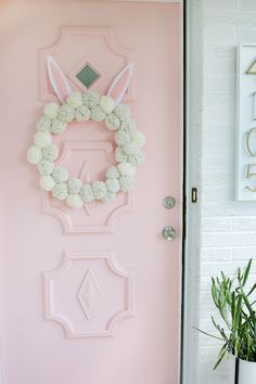 Bunny Pom Pom Wreath - A Beautiful Mess Diy Projects Easter, Easter Crafts, Yarn Projects, Easter Decor, Easter Ideas, Pom Pom Wreath, Diy Wreath, Pom Poms, Wreath Ideas