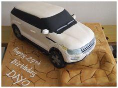 A Range Rover Evoque in white. 15th Birthday Cakes, 40th Birthday, Discovery Car, Rover Discovery, Cake Cookies, Cupcake Cakes, Car Cakes, Ambulance Cake, Vegetarian Snacks