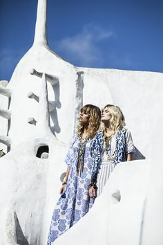 Blue and white maxi dress Hippie Chic Outfits, Greece Holiday, Boho Beautiful, Mediterranean Style, Summer Looks, Travel Style, Style Icons, Boho Fashion, Boho Chic