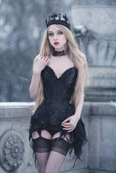 Gothic Fashion And You - Learn What It Takes. Many people believe that you have to spend a ton of money if you want to look fashionable. Goth Beauty, Dark Beauty, Dark Fashion, Gothic Fashion, Emo Fashion, Fashion Art, Goth Women, Sexy Women, Gothic Mode