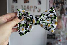Need this daisy hair bow Daisy, Tumblr Quality, Cute Bows, Pretty Hairstyles, Look Fashion, Girly Things, Hair And Nails, Her Hair, Hair Bows