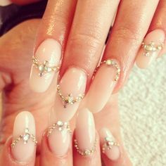 Delicate looking jewelled nails #nailart #bling