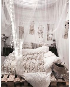 Teen Girl Bedrooms Nice dreamy room projects to produce that dream room ideas for teen girls boho Room Decor Suggestion 6796258416 pinned on 20181205 Cozy Bedroom, Bedroom Inspo, Dream Bedroom, Bedroom Small, Master Bedroom, Bedroom Art, Bohemian Bedroom Diy, Night Bedroom, Bedroom Themes