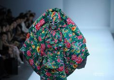 Sometimes I just can't understand fashion... The model looks like a frillneck lizard!. On March 25, Chinese designer Hu Shiguang presented his 2015/2016 winter series at the China International Fashion Week, staged in Beijing 798 Art Center...