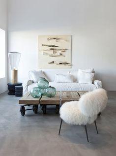 Every room needs a #furry chair... http://www.koslowsfurs.com/