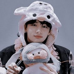 ₊˚ ༘ 𝑫𝑬𝑺𝑪 hyunjin aesthetic icon ; K Pop, Amethyst Steven Universe, Kids Icon, Seventeen Wallpapers, Kids Board, Michael Jackson Bad, Cute Icons, Kpop Aesthetic, Good Looking Men