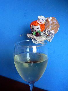 """""""El Hada del Vino"""" un corcho y hoja reciclados. """"The Wine Fairy"""" recycled cork and leaf. By Georgina Verbena"""