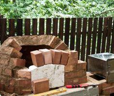 four à pizza construite étape par étape bouche du four en briques
