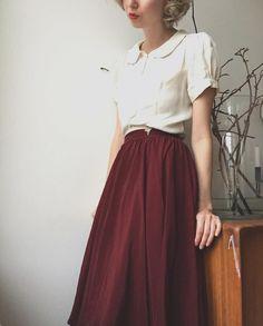 "573 To se mi líbí, 11 komentářů – Ida Cathrine (@idacath) na Instagramu: ""1940s burgundy parachute silk skirt, 1930s tiny leaf shoe clip and white crepe puff sleeves …"""