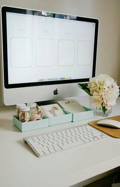 A Pretty Organized Desktop Wallpaper!, – Home office wallpaper Desktop Organization, Office Organization, Deco Studio, Desk Layout, Der Computer, Office Workspace, Office Spaces, My New Room, Home Office Decor