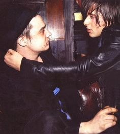 Resultado de imagen para pete doherty and carl barat gay