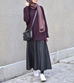 Lately, i'm really into the skirts & sneakers – Hijab Hijab Casual, Hijab Chic, Dress Casual, Ootd Hijab, Muslim Fashion, Modest Fashion, Skirt Fashion, Fashion Dresses, Fashion Clothes