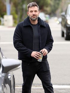 Star Tracks: Wednesday, May 27, 2015 | DAD DUTY | After dropping his kids off at school in L.A. on Tuesday, Ben Affleck heads to a meeting.