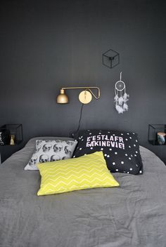 Mørkt og stilig soverom