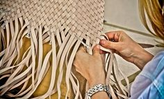 How To: Hand-weave Leather Handbags with ELENA BERTON - Carryology - Exploring better ways to carry Leather Art, Sewing Leather, Leather Design, Leather Tooling, Leather Purses, Leather Handbags, Leather Totes, Vintage Leather, Leather Clutch