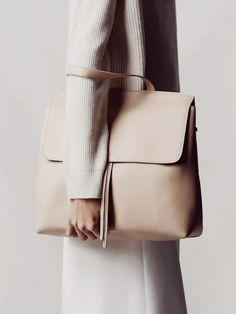 сумки в базовом гардеробе, nude bag