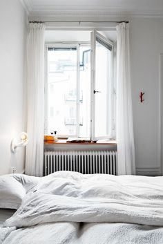 Browse Remodelista posts on Bedroom Furniture to get ideas for your home remodeling or interiors project. The posts below highlight a range of solutions using Bedroom Furniture across a variety of budget levels. Inspiration Design, Room Inspiration, Interior Inspiration, Home Bedroom, Bedroom Furniture, Bedroom Decor, Bedroom Small, Sweet Home, Couch Magazin