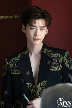 Lee Jong Suk lays on the charms even in the behind-the-scene cuts of his photoshoot with 'Esquire' Lee Jong Suk Cute, Lee Jung Suk, Lee Jong Suk Wallpaper, Up10tion Wooshin, Baek Seung Jo, Kang Chul, Handsome Korean Actors, Choi Jin, W Two Worlds
