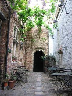 Vlaeykensgang, Antwerp, Belgium: Reviews, 20 Photos plus Hotels Near Vlaeykensgang - VirtualTourist
