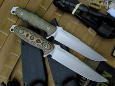 CPM 154 Steel blades. Very pretty.