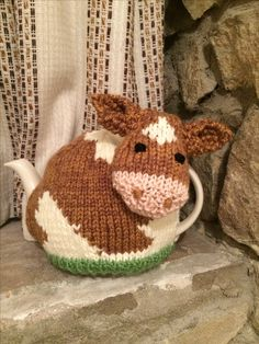 Guernsey Cow Tea Cosy More Tea Cosy Knitting Pattern, Tea Cosy Pattern, Knitting Patterns, Crochet Patterns, Knitting Projects, Crochet Projects, Teapot Cover, Knitted Tea Cosies, Mug Cozy