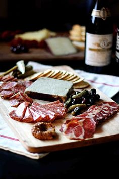 Easiest appetizer ever! 5 Tips To A Fabulous Charcuterie Board with wine and beer pairings