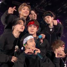 Foto Bts, Bts Group Photos, Bts Backgrounds, Bts Concert, Bts Playlist, Sanha, Bts Korea, Bts Chibi, I Love Bts