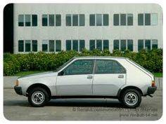 Renault 14, la voiture de mes grands parents, le mal de cœur arrivait rien qu en l apercevant de loin.. Et on s entassait à quatre à l arrière bien sur!